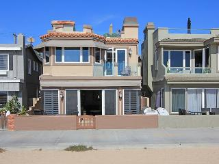 Luxury Oceanfront Single Family Home! Rooftop Deck! Incredible Views! (68168), Newport Beach