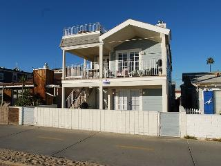 Oceanfront 2 Bedroom unit in Triplex with  Ocean View, Private Patio! (68166), Newport Beach