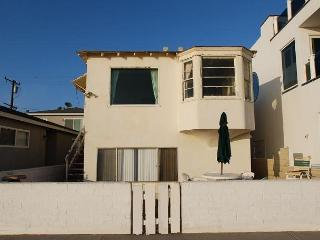 Oceanfront Newport Beach Cottage - Patio Along the Boardwalk! Near the Pier!