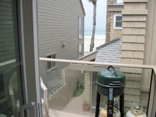 South Mission Beach apartment with balcony, ocean views and, pet friendly, San Diego