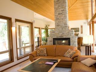 Modern Sunriver Home with Pool Table and Hot Tub On the Golf Course