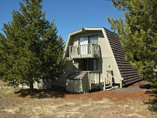 Family Sunriver Home Pet-Friendly and Hot Tub Near Bike Paths