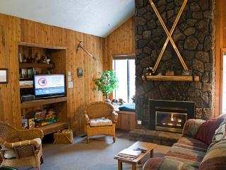 Down to Earth Sunriver Home Pet-Friendly and Sauna Near Bike Paths