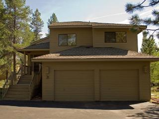 Great Sunriver Home with 2 Masters, AC, and SHARC passes with Mountain View