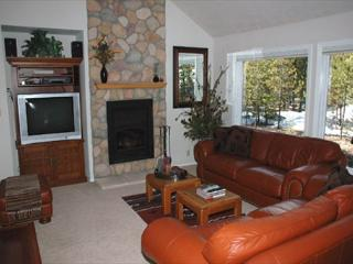 Delightful Sunriver Home with Great Kitchen and Hot Tub Near Deschutes River