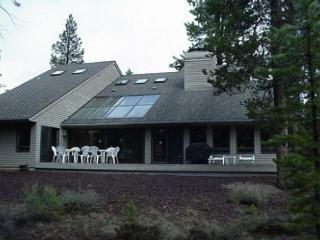 Relaxing Sunriver Home Pet-Friendly and Gas Fireplace Near North Entrance