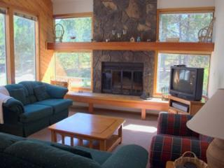 Lift Ticket Deals Sunriver Condo with Wood Fireplace and Wifi Near Shopping