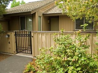Ski Specials Sunriver Condo with Wood Fireplace and Wifi Near Nature Center