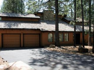 Family Fun Sunriver Home with Pool Table and Hot Tub Near Ice Skating