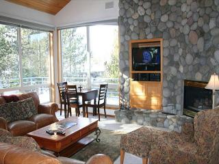 Lift Ticket Deals with Hot Tub and Gas Fireplace Near Observatory, Sunriver