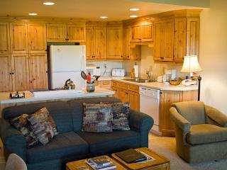 Popular Sunriver Condo with Wifi and Inviting Views On the Golf Course