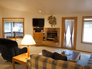 Sunriver Home with Hot Tub and Garage Near the Village