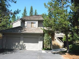 Family Fun Sunriver Home with Large Deck and SHARC access Near Bike Paths