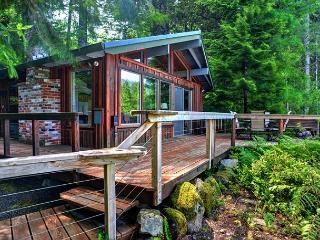River View Cabin - Secluded & Romantic, Fireplace, Hot Tub, New Kitchen, Welches