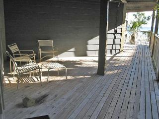 Sandpiper 4A ~ Comfy Condo with Side View of the Beach, Gulf Shores
