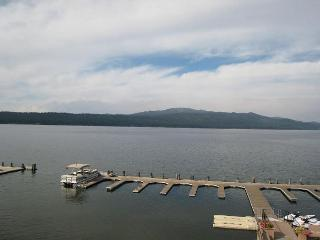 Crystal Beach Condo on Payette Lake with Mountain Views