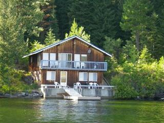 Huckleberry Rose is lakefront with spectacular mountain views and dock