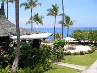 Casa de Emdeko 233 - AC Included at Ocean Front Complex!, Kailua-Kona