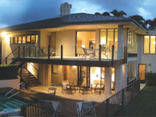 Kalani Villa:4 Bedroom home with pool and amazing golf course/mountain views!, Princeville