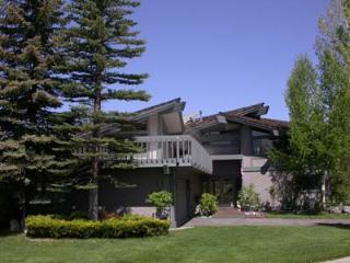 384 Beach Drive, South Lake Tahoe
