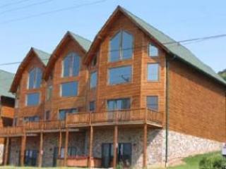 Cedar Shores Villa #16, McHenry