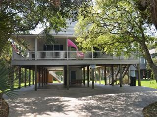 Just Trippin' - Tasteful Home Located Steps To the Ocean 4BR/2BA, Edisto Island