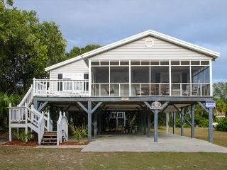 Sand Quarters - Screened Porch, Pet Friendly, Minimal Walk To the Beach