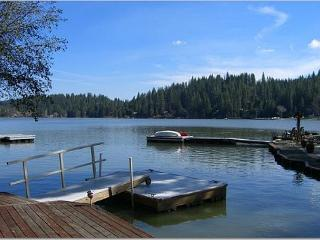 Superb lakefront home-Awesome location-A perfect retreat., Groveland