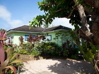 Idle Hours - Runaway Bay 3 Bedrooms beachfront
