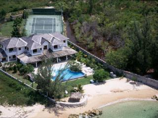 Selah - Runaway Bay 4 Bedroom Beachfront