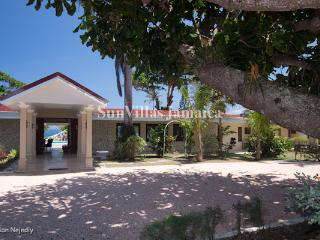 Seven Seas - Ocho Rios 4 Bedroom Beachfront, Ocho Ríos