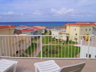 3 BR Townhouse at Costa del Sol.  Beachfront Pool, Fast Internet, Near Reefs