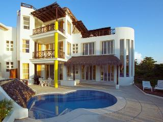 Beachfront Villa on San Francisco Beach, Private Pool, Near Reefs,Cook Option, Cozumel