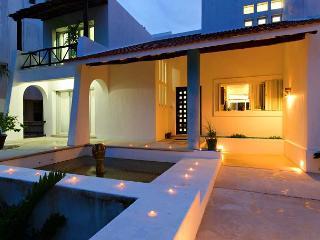 5 Bedroom Directly on the Beach, Ocean Front, Snorkeling, Near Reefs, Cozumel
