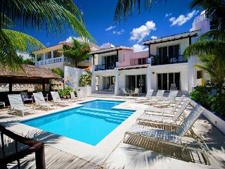 Villa Las Glorias 5 Bedroom Directly on the San Francisco Beach
