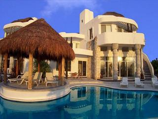 Oceanfront Villa with Pool. Cook Service Option. Spectacular Views, Cozumel