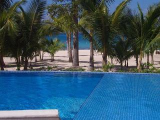 Residencias Reef 8380 Romantic, beautiful one bedroom getaway in paradise!