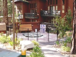 2BR/2BA Condo across from Heavenly's California Lodge - walk to the lifts!, South Lake Tahoe