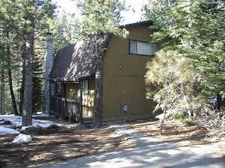 Nice, economic, vacation cabin with wood fireplace and open deck