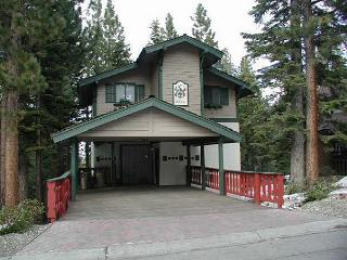 Well appointed vacation chalet with filtered lake views, South Lake Tahoe