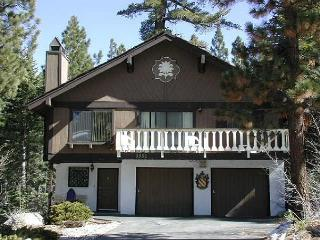 Spacious 3BR+Loft/2BA Chalet sleeps up to 10