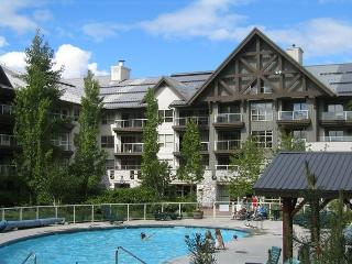Ski in, ski out 1 bd condo on Blackcomb with hot tubs and pool, free internet
