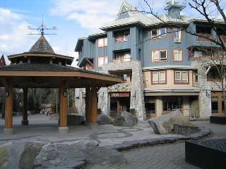 Studio in prime village location, free internet, hot tub, walk to lifts. AC, Whistler