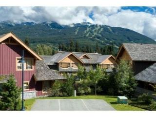 4 bdm, 3.5 bath, luxury townhouse, private hot tub, free internet, parking, Whistler