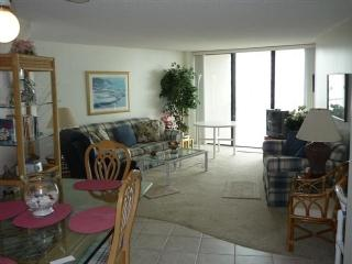Charming and comfortable beachfront condo overlooking the Gulf waters, Marco Island