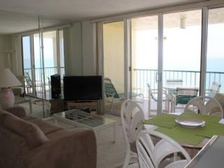 Gulf beach view condo with upscale decor -Walk to area attractions!