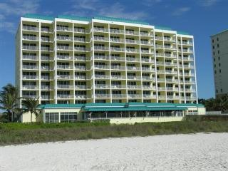 Grab your beach gear and enjoy this fantastic Condo on the Gulf of Mexico
