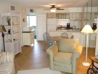 Nice Cabana unit in popular Resort- close to the pool !