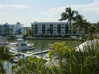 Renovated and ready-comfortable Condo will treat you to a Great Vacation