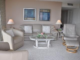 Royal Seafarer - RS1002 - Great Beachfront Condo!, Marco Island